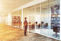 Entrada do escritório do vidro de teste padrão da parede da estrela do homem de negócios Imagens de Stock