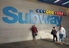 Entrada do metro da rua do Times Square 42nd e saída, Midtown, Manhattan, New York City, NYC, NY, EUA imagens de stock