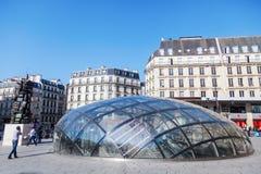 Entrada do metro em St Lazare de Gare em Paris, França imagem de stock