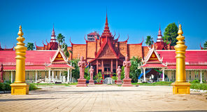 Entrada do Museu Nacional, Phnom Penh, Camboja fotos de stock royalty free