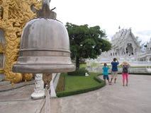Entrada do sino de porta de Wat Rong Khun Fotografia de Stock