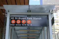 42 entrada do St Bryant Park Subway Station em NYC Fotografia de Stock