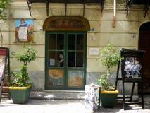 Entrada do teatro pequeno da ópera do Pupis no Palermo antigo, Sicília, Itália fotografia de stock