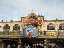 Entrada en Disneylandya París Imágenes de archivo libres de regalías