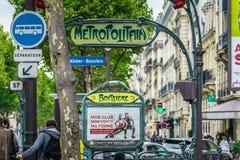 Entrada en el subterráneo de la París Fotografía de archivo libre de regalías