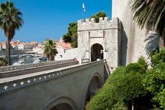 Entrada en la ciudad vieja Dubrovnik imagen de archivo libre de regalías