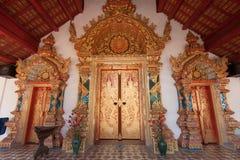 Entrada en la iglesia budista Foto de archivo