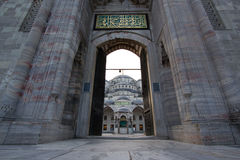 Entrada en la mezquita azul, Estambul Foto de archivo libre de regalías