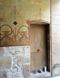 Entrada en la pared de piedra, Francia Imagen de archivo libre de regalías