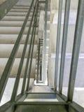 Entrada en un nuevo edificio, pasos, visión superior abajo Construcción de escaleras concretas bajo construcciones Imagen de archivo