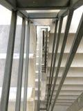 Entrada en un nuevo edificio, pasos, visión superior abajo Construcción de escaleras concretas bajo construcciones Foto de archivo libre de regalías