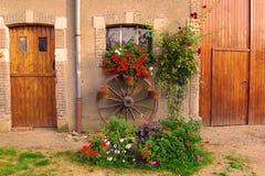 Entrada y flores Imágenes de archivo libres de regalías