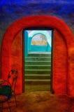 Entrada española del estilo con los arcos y las escaleras Imagen de archivo
