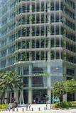 Entrada financiera del edificio en un día soleado imágenes de archivo libres de regalías