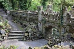 Entrada fortificada da porta às terras foto de stock