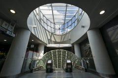 Entrada futurista a la línea del sistema segundo del subterráneo de Varsovia Imágenes de archivo libres de regalías