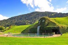 Entrada gigante de la cara a Swarovski Crystal World en Watten, Austria Imagenes de archivo