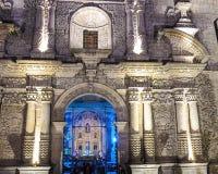 Entrada iluminada à catedral, Arequipa, Peru foto de stock