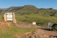 Entrada a Injisuthi en la sección del castillo de Giants, Maloti Drakensbe foto de archivo libre de regalías