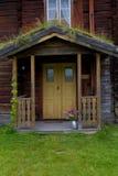 Entrada a la casa de madera vieja Imagenes de archivo