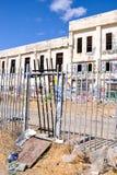 Entrada a la central eléctrica abandonada Foto de archivo