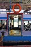 Entrada a la nave Transporte público de Kerala Remansos Kerala Foto de archivo