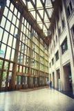 Entrada a la nueva oficina del estado del ministerio holandés Fotos de archivo