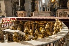 Entrada a la tumba de San Pedro en vatican Foto de archivo libre de regalías