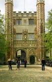 Entrada a la universidad de la trinidad, Cambridge Foto de archivo libre de regalías