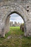 Entrada a las ruinas de la abadía dominicana, Irlanda. Imágenes de archivo libres de regalías
