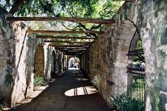 Entrada lateral ao Alamo foto de stock royalty free