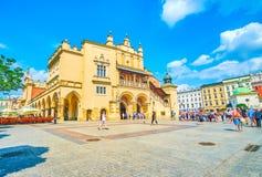A entrada lateral ao pano Salão em Krakow, Polônia Foto de Stock