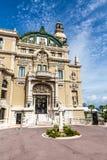Entrada lateral del casino en Monte Carlo-Monaco fotos de archivo