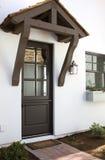 Entrada lateral del nuevo hogar moderno del desierto Fotografía de archivo libre de regalías