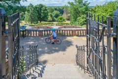 Entrada a los jardines de la terraza foto de archivo libre de regalías