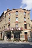 Entrada a los sótanos del ` s de la compañía de Byrrh en Thuir fotos de archivo libres de regalías