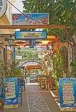 Entrada a los tavernas en Sissi, Crete. imagenes de archivo