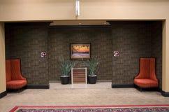 Entrada lujosa del cuarto de baño del pasillo del hotel Fotos de archivo libres de regalías