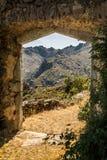 Entrada a maison du bandit cerca de Feliceto en Córcega Imagen de archivo