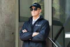 Entrada masculina de Standing At The del guardia de seguridad Imagen de archivo libre de regalías