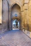 A entrada medieval da porta à cidade de Laguardia na Espanha de Rioja Alavesa chamou San Juan e pertença à igreja da fortaleza imagens de stock