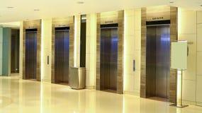 Entrada moderna do elevador da construção Foto de Stock Royalty Free