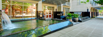 Entrada moderna do prédio de apartamentos. Exterior. Fotografia de Stock