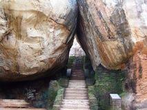 Entrada natural a la roca de Sigiriya Imagen de archivo libre de regalías