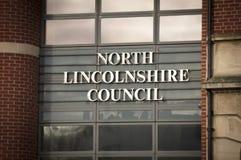 Entrada norte da constru??o do Conselho de Lincolnshire no quadrado da igreja - Scunthorpe, Lincolnshire, Reino Unido - 23 de jan imagem de stock