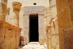 Entrada oscura en el templo foto de archivo libre de regalías