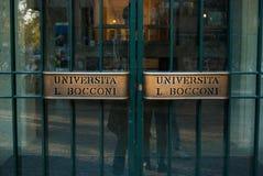 Entrada para estudantes da universidade de Bocconi de Milão imagens de stock royalty free