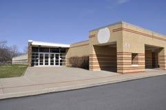 Entrada para la escuela primaria moderna Fotografía de archivo libre de regalías