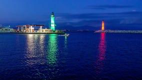 Entrada para navegar el puerto deportivo con verde y rojo metrajes