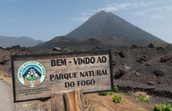 A entrada a Parque natural faz a cratera vulcânica de Fogo, ilha de Fogo, Cabo Verde fotos de stock